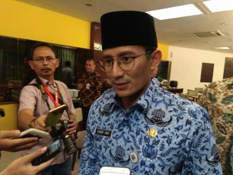 Jokowi Tantang Anies dan Sandi Sediakan Bus Listrik