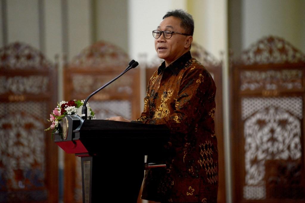 Ketua MPR Zulkifli Hasan menyampaikan sambutan dalam pembukaan Simposium Nasional MPR RI di Kompleks Parlemen Senayan, Jakarta. Foto: MI/Susanto.