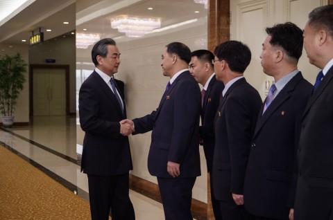 Menlu Tiongkok Tiba di Korut untuk Perbaiki Hubungan