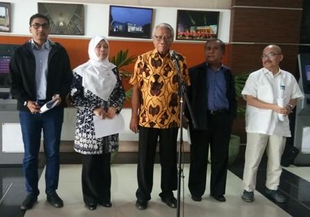 Anggota pansel dari kiri ke kanan: Zainal Arifin, Sukma Violetta, Harjono, Maruarar Siahaan, dan Mas Achmad Santosa/Medcom.id/Achmad Zulfikar Fazli