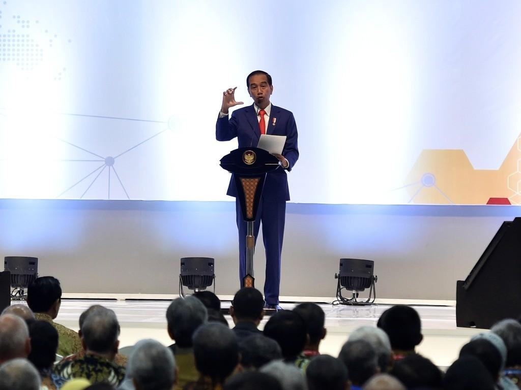 Presiden Joko Widodo menyampaikan arahan saat membuka Konvensi dan Pameran IPA ke-42 Tahun 2018 di Jakarta. Foto: Antara/Puspa Perwitasari.