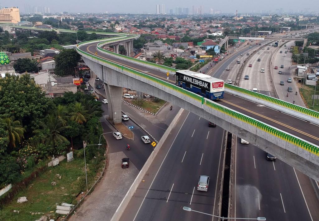 Bus TransJakarta. Foto: MI/Arya Manggala.
