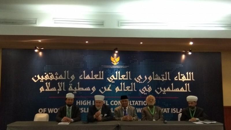 Utusan khusus Presiden Indonesia Joko Widodo untuk dialog dan kerja sama antaragama dan peradaban, Muhammad Sirajuddin Syamsuddin (tengah). (Medcom.id/Rizki Dewantara)