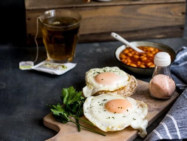 Berdasarkan sebuah penelitian, nilai cerna yang merupakan seberapa banyak protein yang bisa diserap tubuh, pada susu mencapai 95 dan pada telur 97. (Foto: Monika Grabkowska/Unsplash.com)