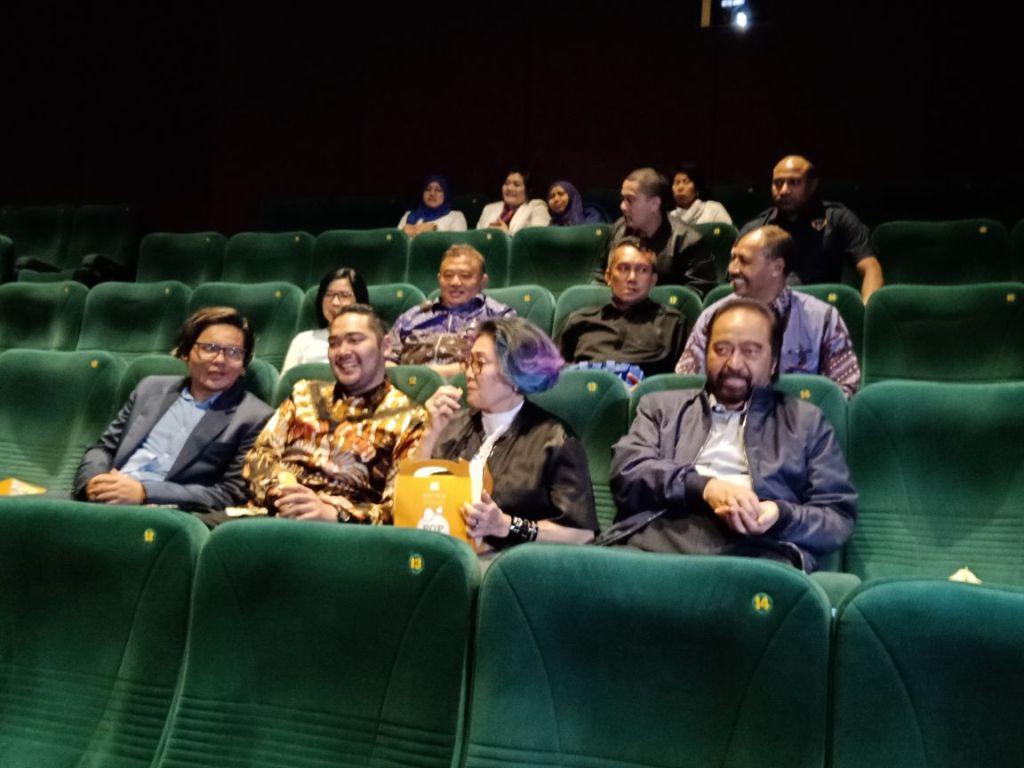 Ketua Umum Partai NasDem Surya Paloh bersama keluarga menonton film di Plaza Senayan, Jakarta, Jumat, 4 Mei 2018. Foto: Medcom.id/ Arga Sumantri.