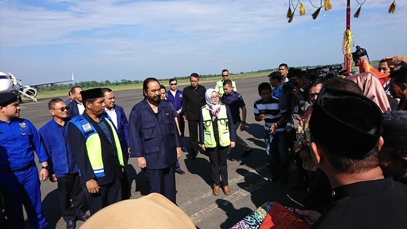 Ketua Umum Partai NasDem Surya Paloh tiba di Bandara Fatmawati Soekarno, Bengkulu, pada Sabtu, 5 Mei 2018 08.49 WIB. Foto: Medcom.id/ Yogi Bayu Aji.