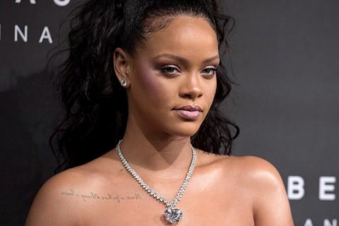Curhat Rihanna soal Asmara dan Tak Berteman Lagi dengan Drake