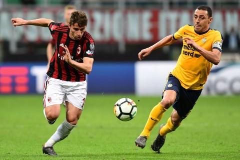 Suasana laga AC Milan vs Hellas Verona. (AFP PHOTO / MIGUEL