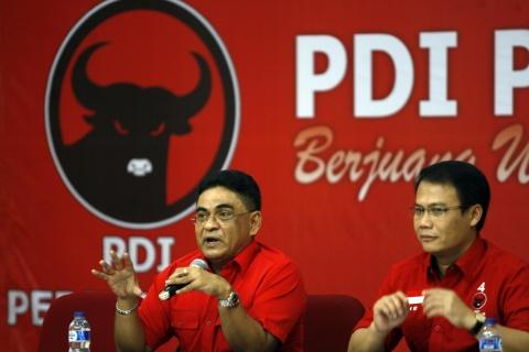 Ketua DPP PDI Perjuangan Andreas Hugo Pareira (kiri). Foto: MI/Adam