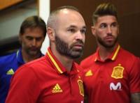 Ramos Mengaku Bakal Kangen Iniesta