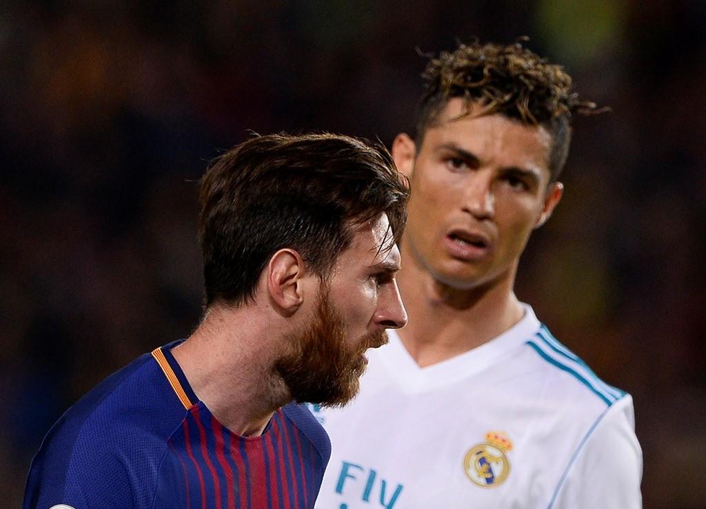 Lionel Messi dan Cristiano Ronaldo (Foto: AFP/Josep Lago)