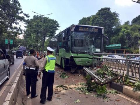 Kecelakaan bus Transjakarta di kawasan Permata Hijau, Jakarta