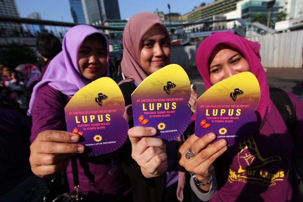 Massa yang tergabung dalam Yayasan Lupus Indonesia melakukan kampanye peringatan Hari Lupus Sedunia di kawasan Bundaran HI, Jakarta Pusat. (Foto: MI/Immanuel Antonius)