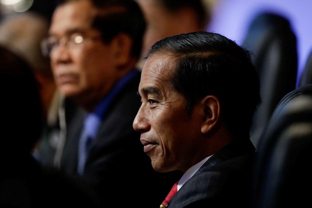 Presiden Joko Widodo ucapkan selamat kepada Mahathir Mohammad melalui telepon (Foto: AFP).