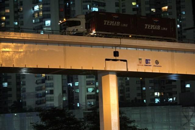 Ilustrasi--Kontainer melintas sambungan di jalan layang akses Tol Jakarta-Tangerang di perempatan Tomang, Jakarta Barat, Senin (17/10).  (MI/Ramdani