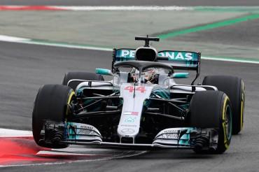 Hamilton Pimpin <I>Free Practice</I> III GP Spanyol