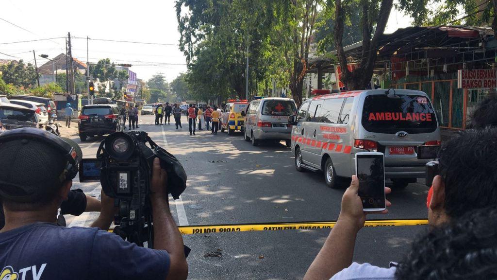 Empat ambulans masuk Gereja Santa Maria - Medcom.id/Amaluddin.