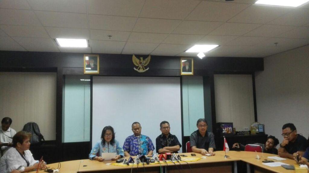Wakil Sekretaris PGI Romo Agustinus Ulahayanan (baju biru) - Medcom.id/Suci Sedya Utami.