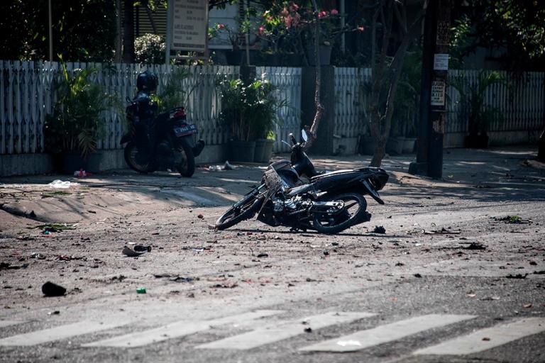 Bom di salah satu gereja di Surabaya - AFP/Juni Kriswanto.