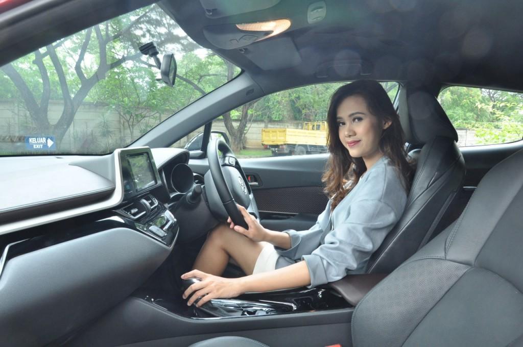 Biarkan udara dari luar masuk, menggantikan udara panas yang ada di kabin mobil. Medcom.id/Ekawan Raharja