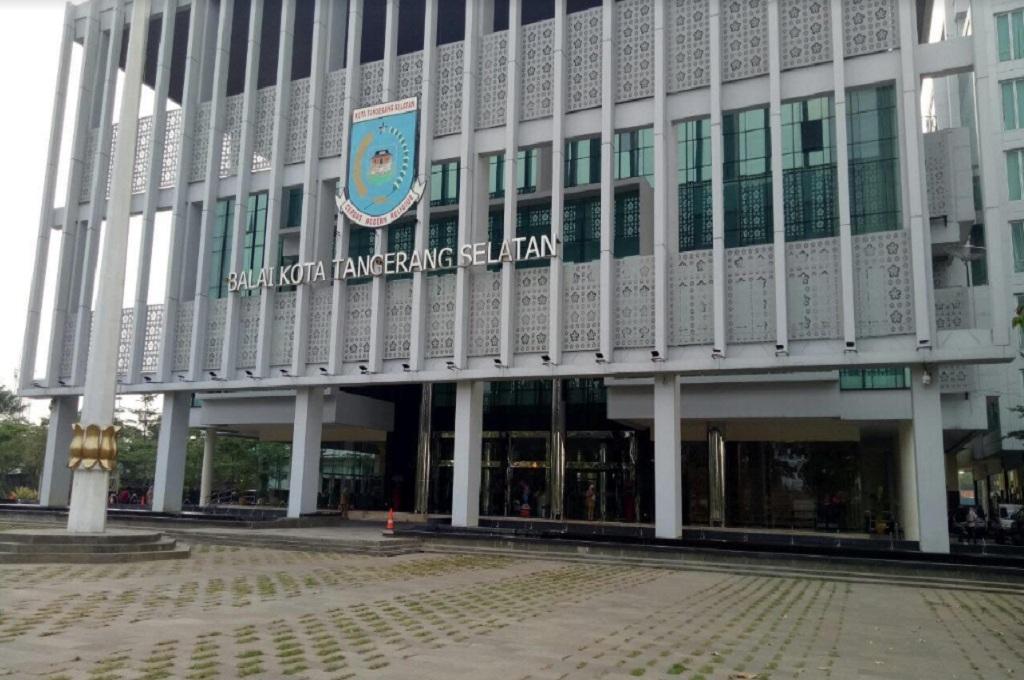 Kantor Balai Kota Tangerang Selatan, Senin 14 Mei 2018, Medcom.id - Farhan Dwi