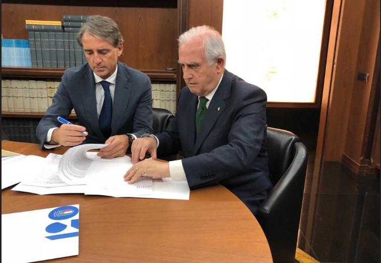 Komisioner FIGC, Roberto Fabbricini bersama Roberto Mancini (Foto: FIGC)