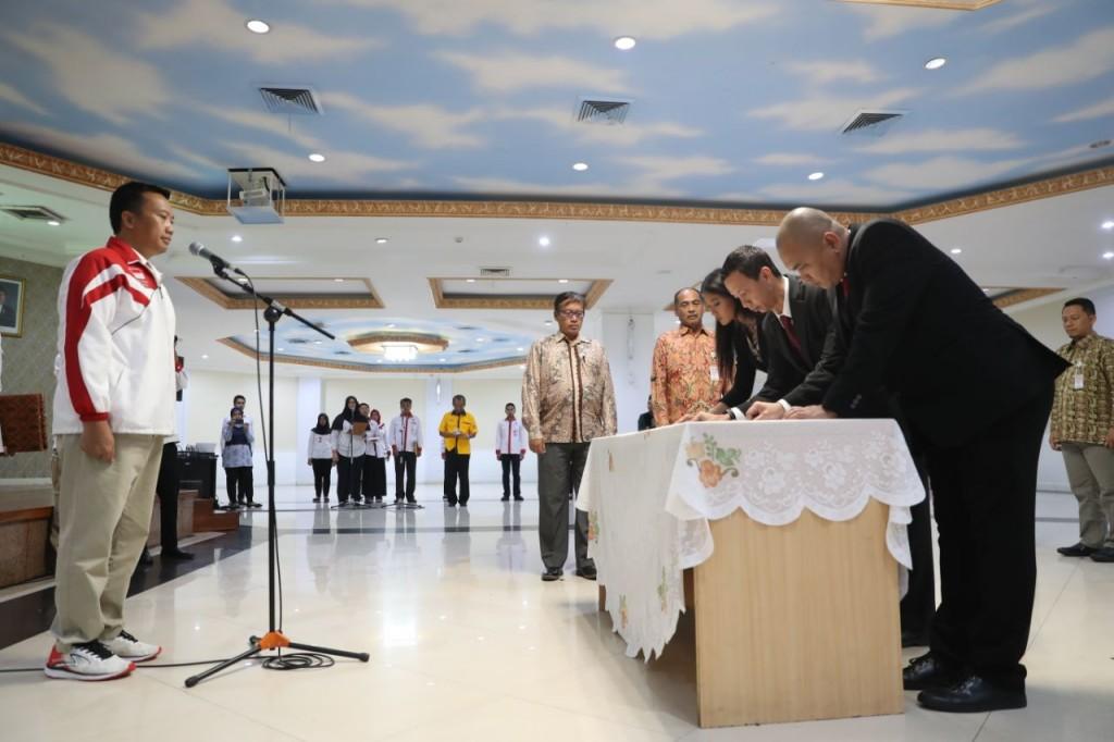 Menpora melantik kepengurusan baru sekaligus Ketua Umum BOPI Richard Sam Bera. Foto: Dok. Kemenpora