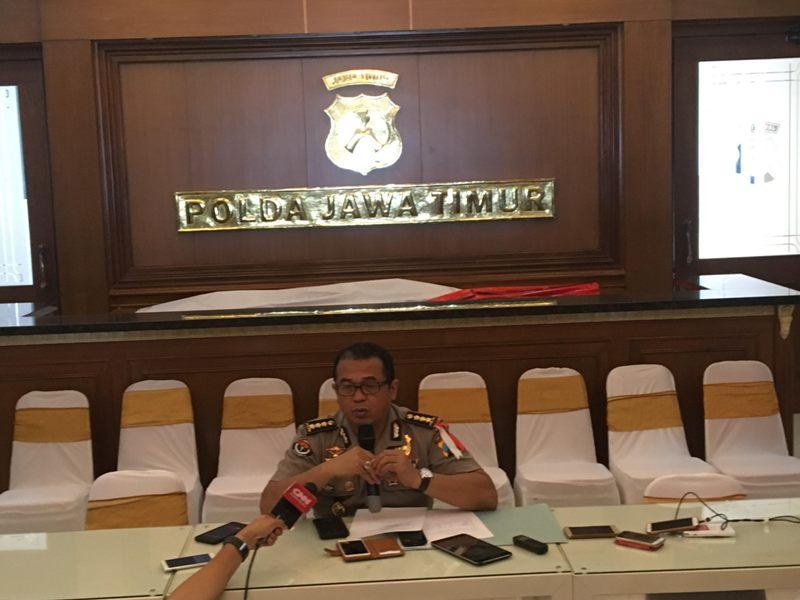 Kabid Humas Polda Jatim Kombes Frans Barung Mangera di Surabaya, Senin 14 Mei 2018, Medcom.id - Amal.jpg