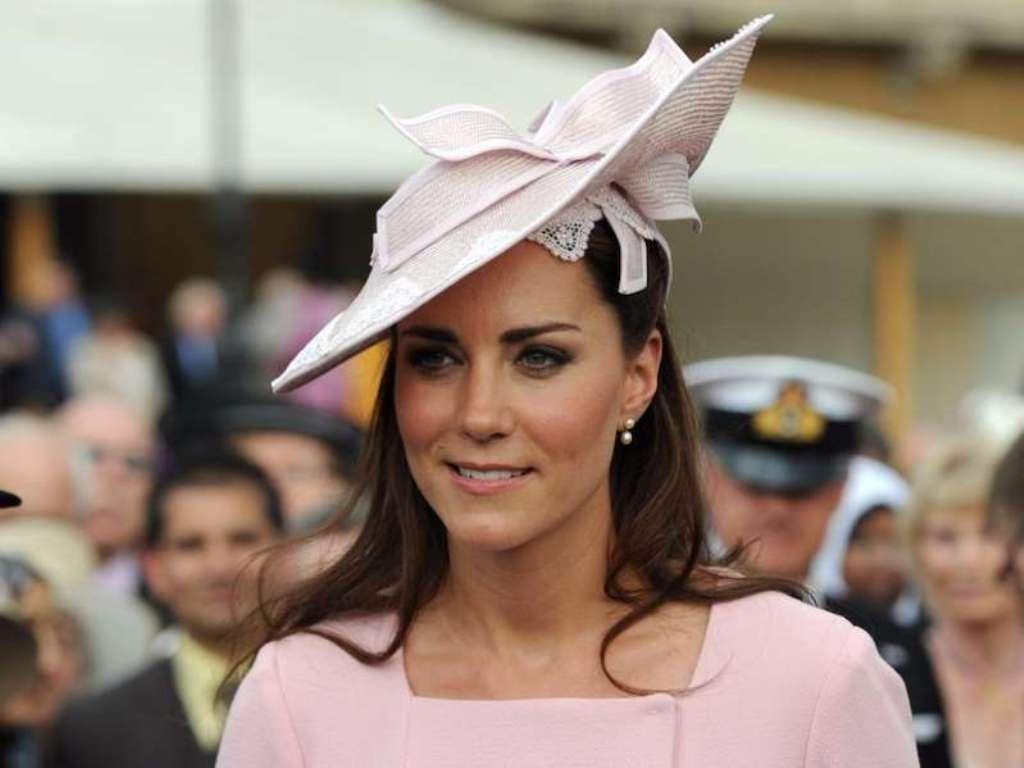 Seperti Royal Wedding sebelumnya, para undangan wanita harus mengenakan topi. Aksesori ini seolah menjadi atribut resmi anggota kerajaan ketika menghadiri acara penting. (Foto: Courtesy of MSN)