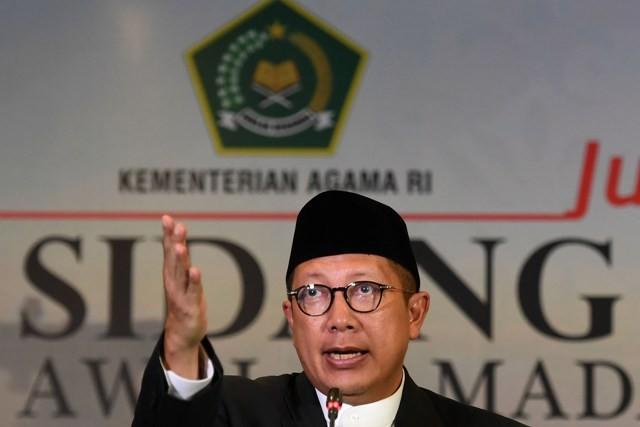 Menteri Agama Lukman Hakim Saifuddin menyampaikan keputusan sidang Isbat 1439 Hijriah di Jakarta, Selasa (15/5). Foto: Antara/Puspa Perwitasari
