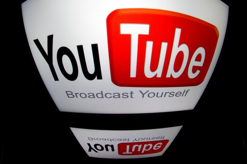 YouTube uji fitur Incognito Mode. (AFP PHOTO / LIONEL BONAVENTURE)