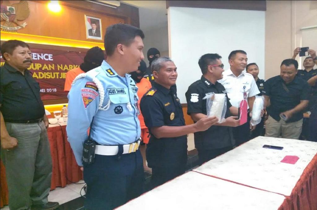 Konferensi pers di Kantor Bea Cukai DI Yogyakarta terkait penangkapan perempuan asal Sleman yang membawa sabu-sabu di Bandara Adisutjipto Yogyakarta, Rabu 16 Mei 2018, Medcom.id - Mustaqim