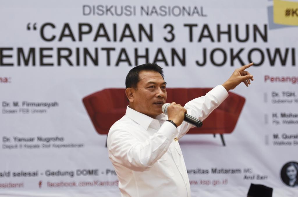 Kepala Staf Kepresidenan Moeldoko memaparkan capaian pembangunan pemerintahan Jokowi-JK di Universitas Mataram di NTB. Foto: Antara/Ahmad Subaidi.