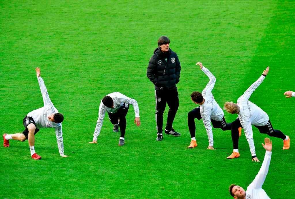 Pelatih timnas Jerman Joachim Loew memimpin latihan (Foto: AFP)