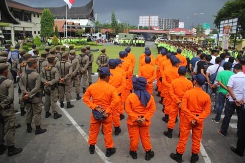 Apel gabungan personil kepolisian bersama TNI Angkatan Darat,