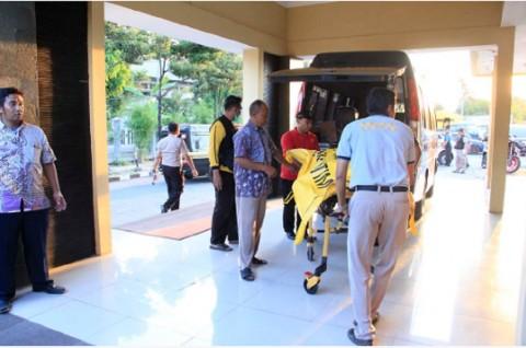 Jenazah terduga teroris yang meledakkan bom di Surabaya dibawa