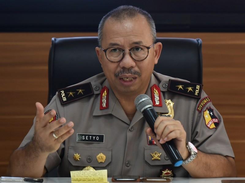 Kadiv Humas Polri Irjen Pol Setyo Wasisto memberikan keterangan pers mengenai penyergapan teroris. di Mabes Polri, Jakarta, Minggu (13/5). (Foto: Antara/Hafidz Mubarak A).