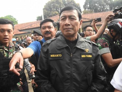 Menko Polhukam Wiranto (kanan) dan Panglima TNI Jenderal TNI