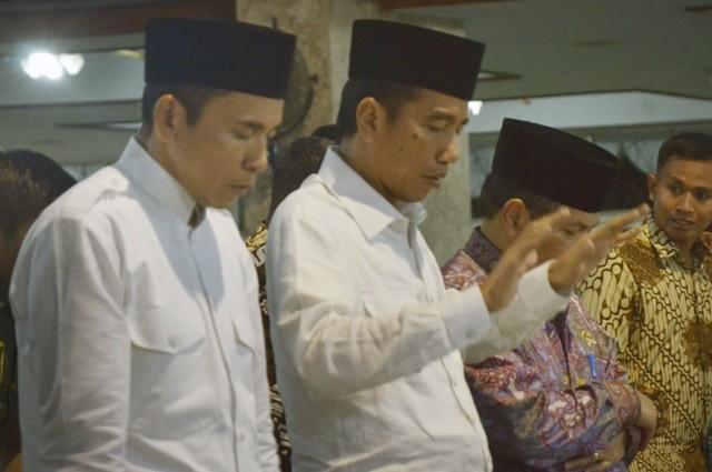 Presiden Jokowi Salat Tarawih di Istiqlal