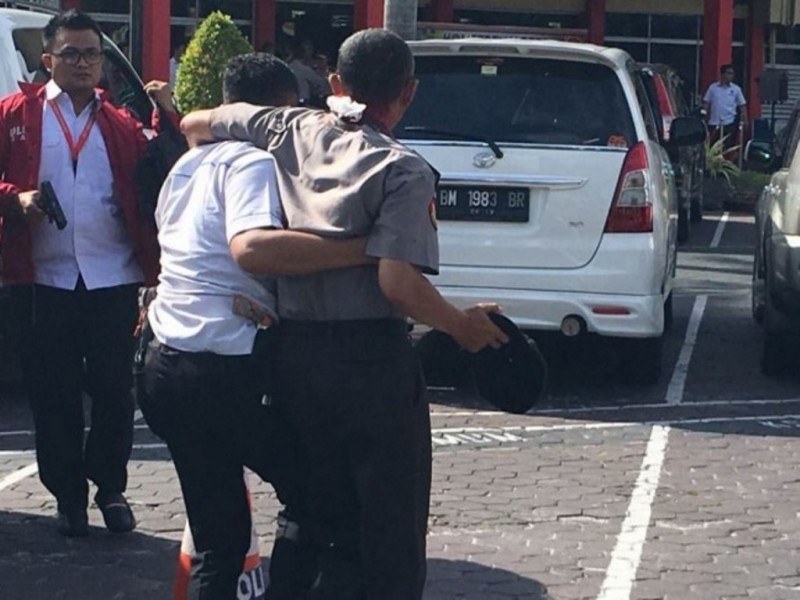 Petugas jadi korban penyerangan di Mapolda Riau, Rabu 16 Mei 2018. (Istimewa)