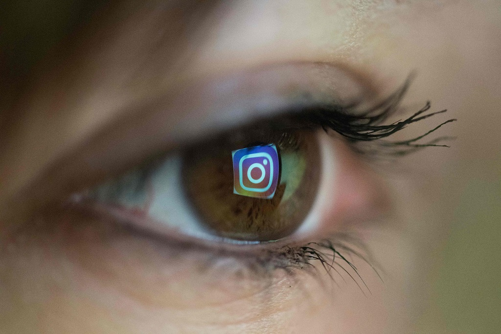 Instagram ingin buat fitur Usage Insight. (AFP PHOTO / Christophe SIMON)