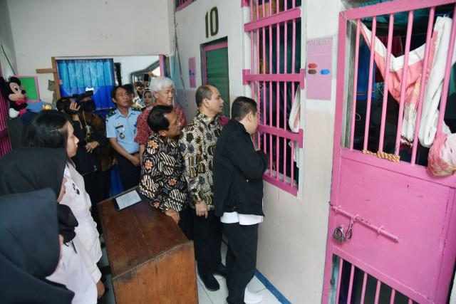 Anggota Komisi III DPR RI Adies Kadir berkunjung ke Lapas Kelas II A Kendari, Provinsi Sultra (Foto:Dok)