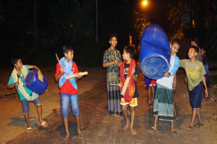 Thethek, Tradisi Bangunkan Orang Makan Sahur di Jepara