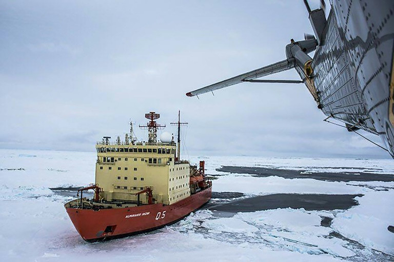 During the austral summer of 2016/2017, around 44,000 tourists set off for Antarctica, compared with just 9,000 in 1995/1996. (Photo:AFP/Argentina Navy)