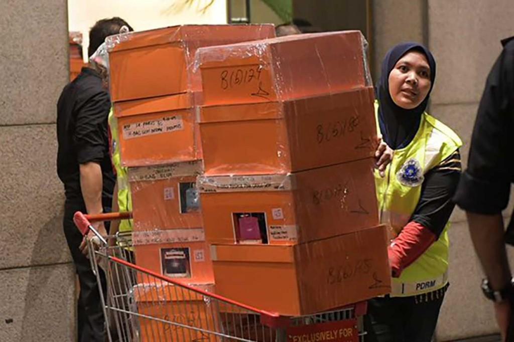 Puluhan Tas dan Ratusan Kotak Disita dari Kediaman Najib