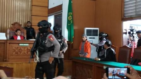 Terdakwa kasus bom Sarinah Aman Abdurrahman dalam sidang tuntutan/Medcom.id/Fachri
