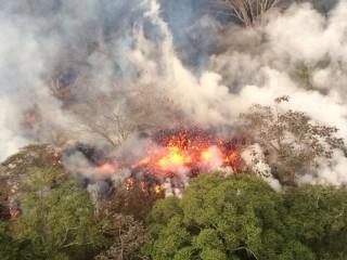 Gunung Kilauea Muntahkan Debu Hingga 10 Km ke Udara