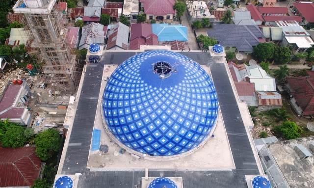 Masjid At-Taqarrub di desa Keude, Trienggadeng, Kabupaten Pidie Jaya, Aceh.