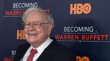 Buffett: Suku Bunga Penting untuk Menentukan Nilai Saham