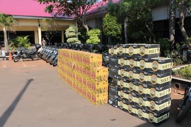 Sejumlah miras ilegal yang diamankan Polres Kota Bekasi.